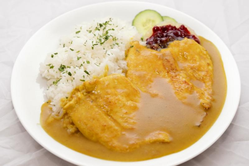 Hühnercurry mit Ananas, Preiselbeeren und Reis AGL
