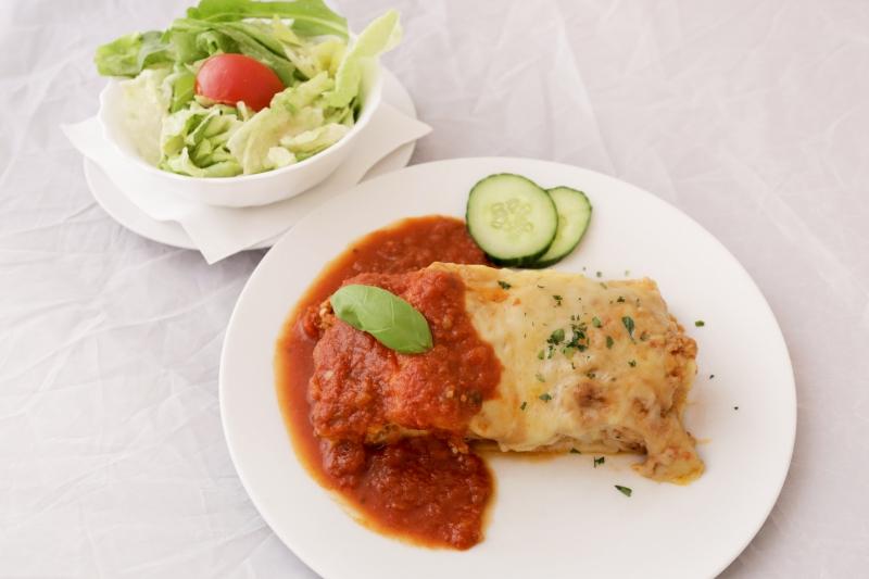 Lasagne Bolognese (Schwein) mit grünem Salat ACGLM
