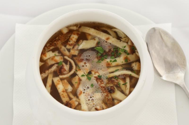 Rindssuppe mit hausgemachten Fritatten ACGL