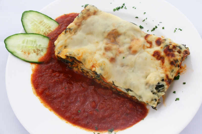 Vegetarische Lasagne des Tages mit Tomatensauce ACGM