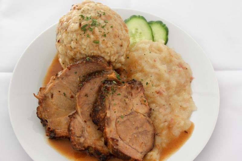 Schweinsbraten mit Sauerkraut und Semmelknödel ACGL